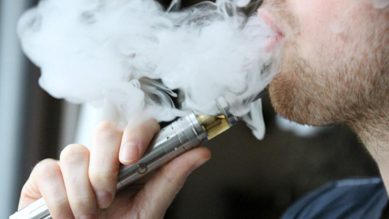 FDA investiga efectos adversos del cigarro electrónico/vaping