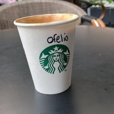 Discriminan a Ophelia Pastrana en Starbucks y Citibanamex