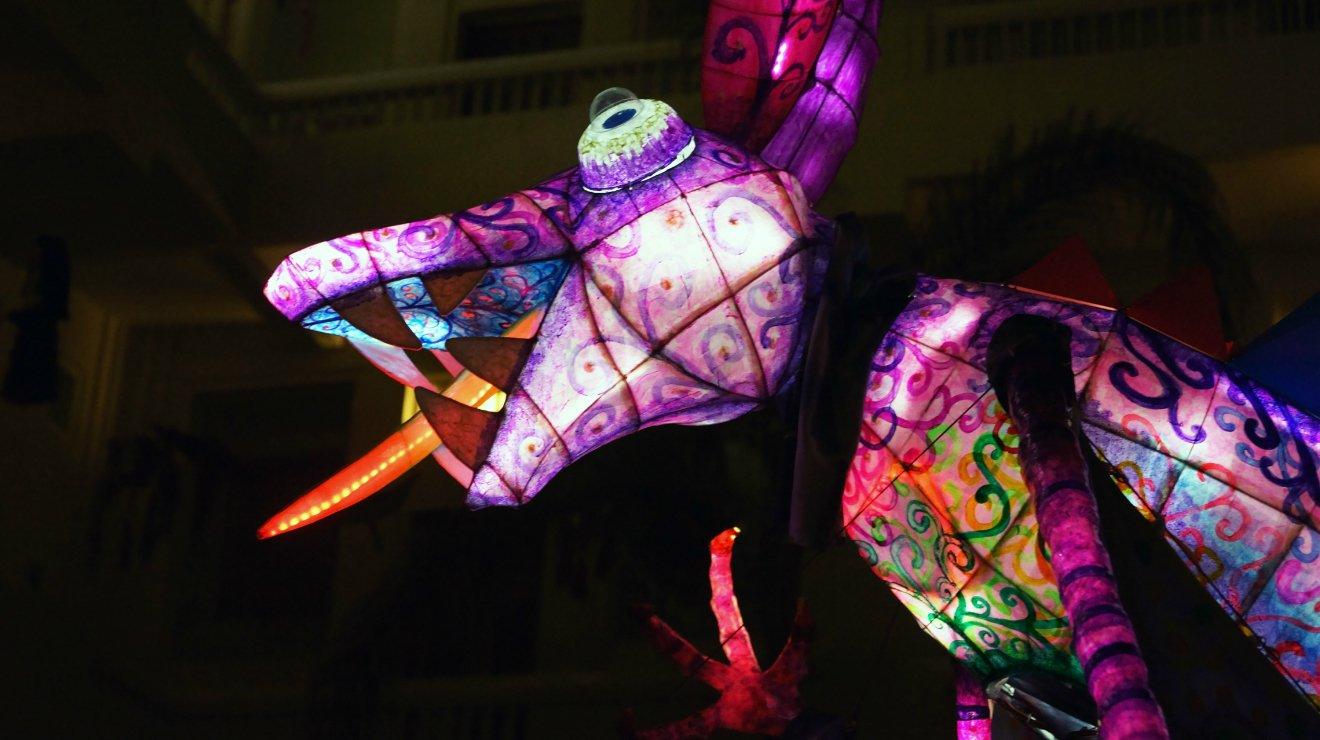 Alebrijes iluminados en la noche de museos de la CDMX