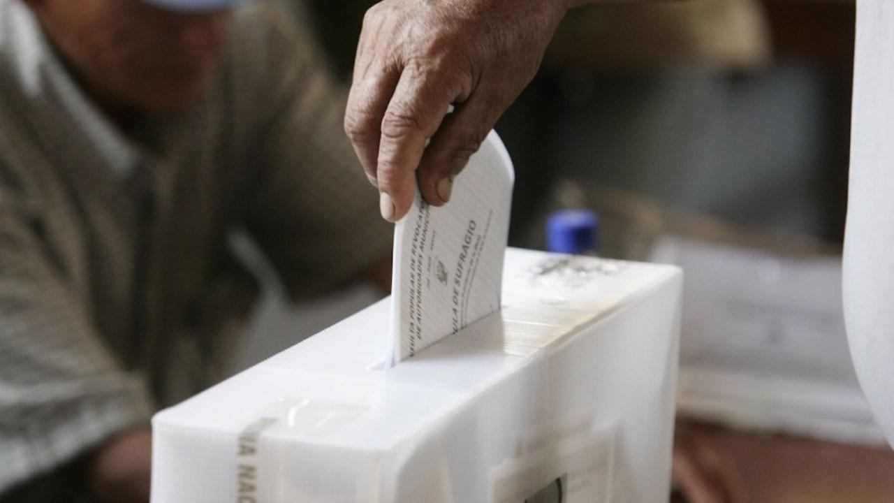 AMLO propone plebiscito para reelección