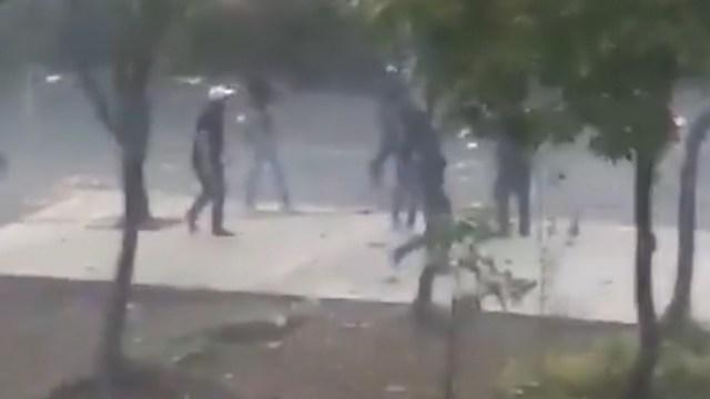 Porros en prepa 8 prenden fuego a una piñata