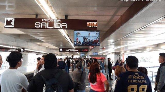 Transmitieron el informe presidencial en las pantallas del metro