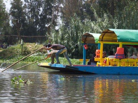 Remeros de Xochimilco dicen que sólo los pendejos se ahogan