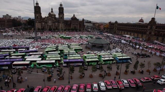Transportistas marchan al Zócalo desde cuatro distintos puntos
