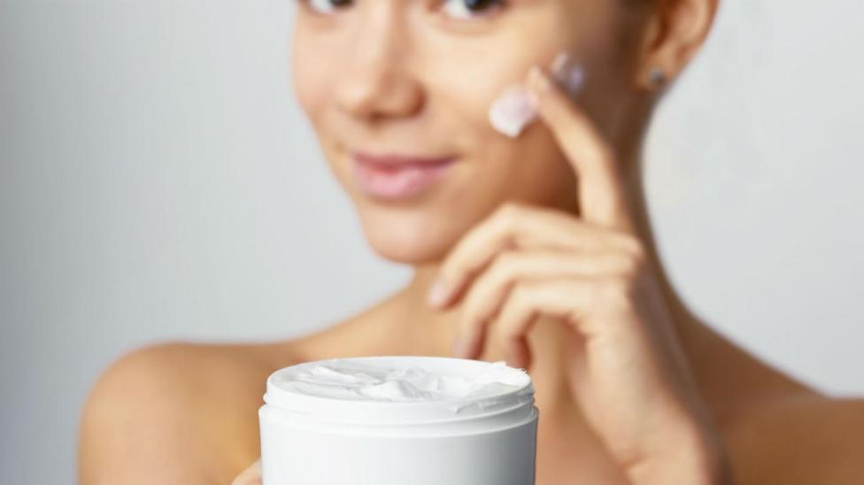 Mujer queda en coma por usar crema contaminada con mercurio