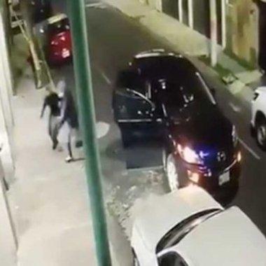 Atropella a ladrones y se salva de asalto en Lindavista