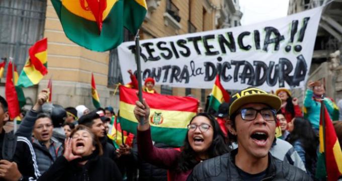 Bolivianos manifestándose contra Evo Morales