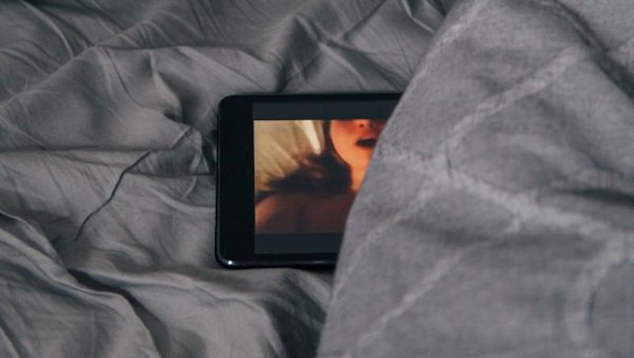 Podrían grabarte mientras ves pornografía, conoce las sextorciones