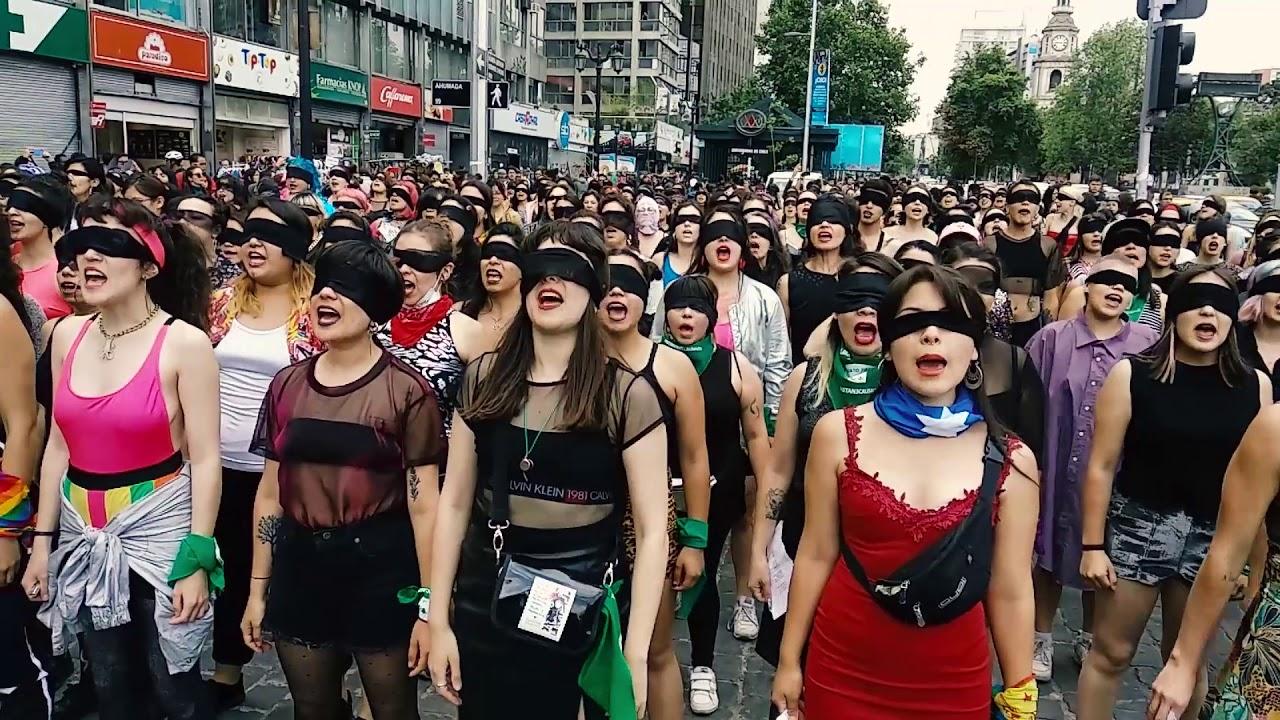 """Ellas son """"Las Tesis"""", creadoras de 'un violador en tu camino'."""