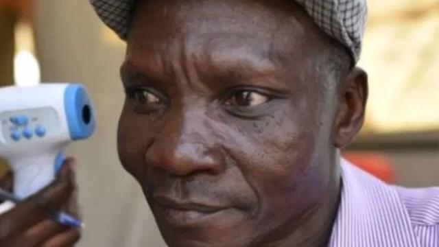 Hombre Pedos Flatulencias Que Mata Mosquito Malaria