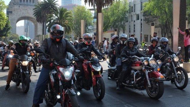 Motociclistas cuidaran a mujeres afuera del Metro