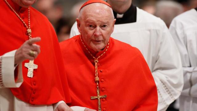 Theodore McCarrick ex cardenal que supuestamente sobornó a dos Papas y varios miembros del clero para encubrir acusaciones de abuso sexual