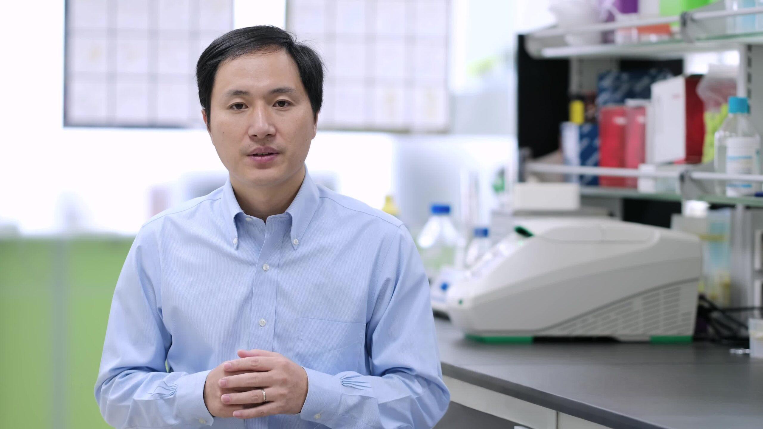 Condenan a científico chino por modificar genéticamente a bebés