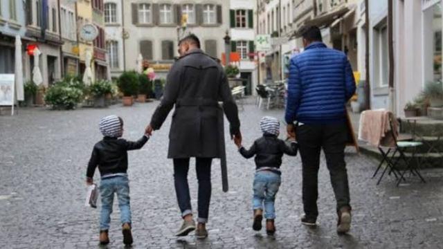 Guardería de Suiza rechazó a gemelos por tener padres gays.