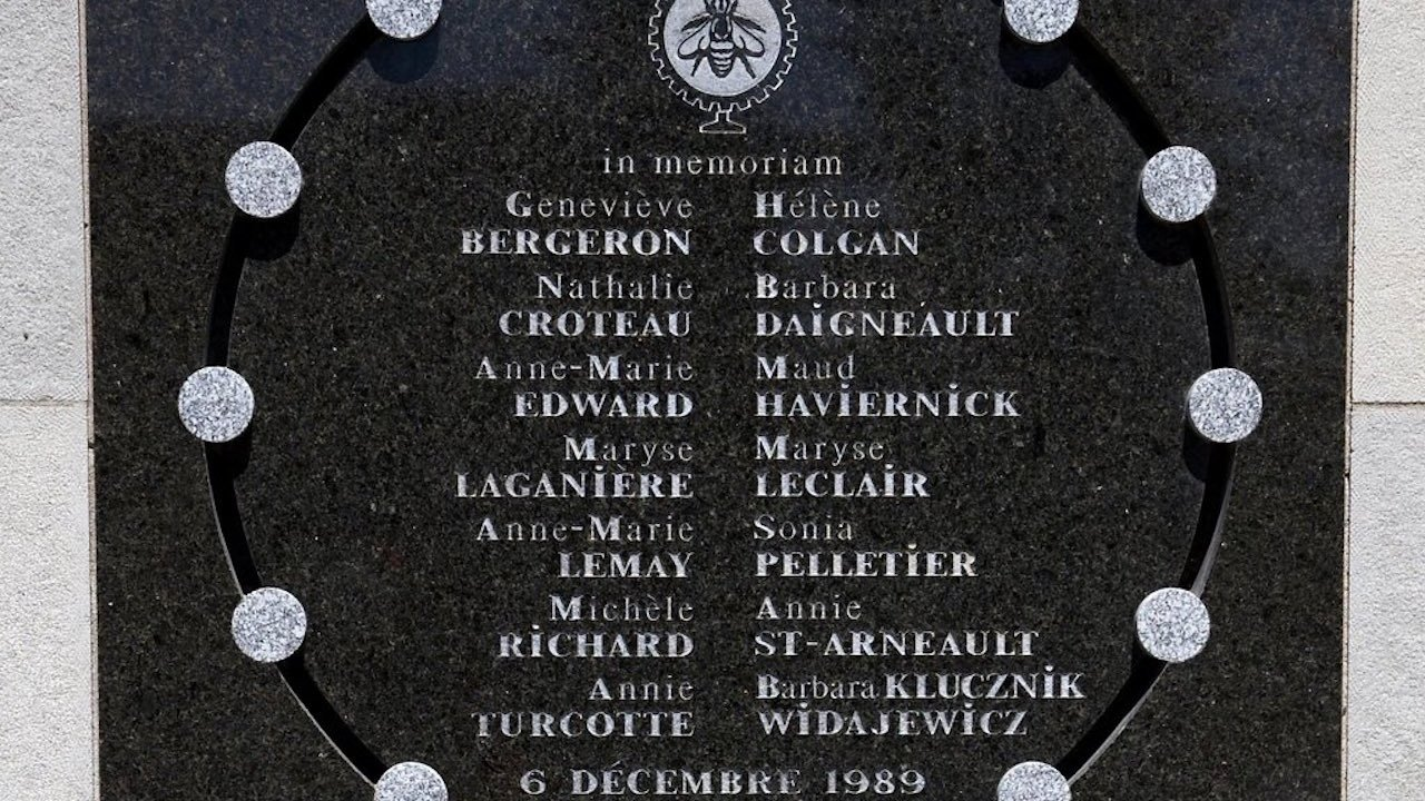 Placa conmemorativa por la masacre en la escuela politecnica de montreal