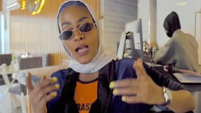 Ordenan el encarcelamiento de una rapera saudita por una de sus canciones (Imagen: Ambito.com)