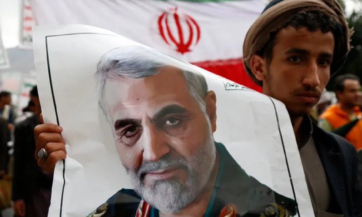 Se emitió una orden de arresto contra Donald Trump por haber asesinado al general Soleimani