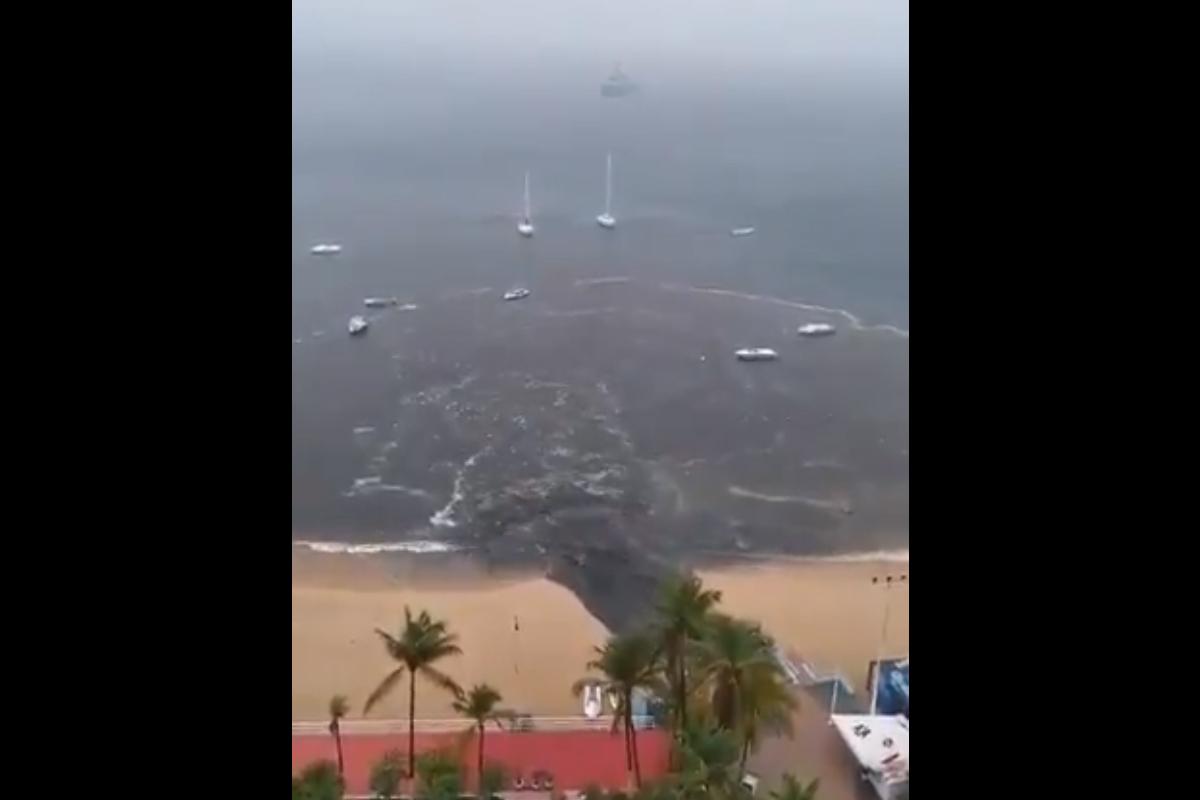 Video captura como aguas negras y pluviales se derramaron los las aguas de una playa de Acapulco, contaminándolas, Captura de Pantalla