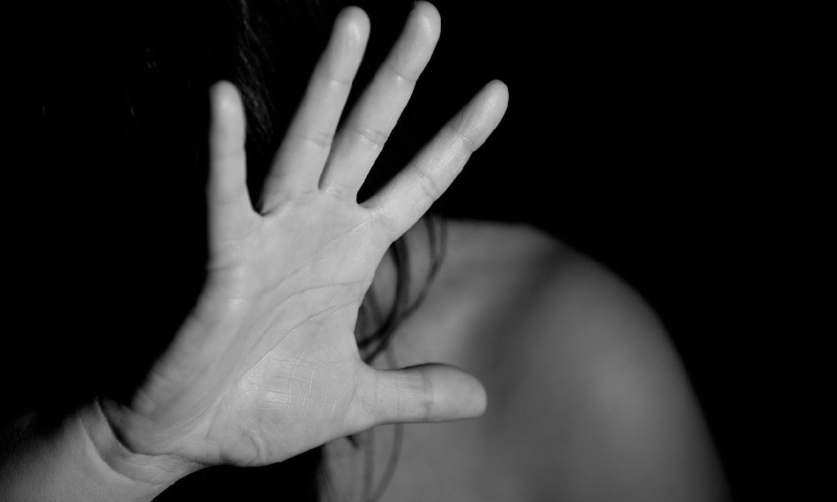 """Joven quedó embarazada tras una violación y su padre la asesinó mientras dormía, su padre la asesinó para """"salvar el honor de la familia"""""""