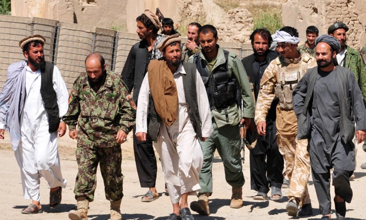 Una adolescente afgana mató a talibanes que asesinaron a sus padres en Afganistán y es considerada heroína