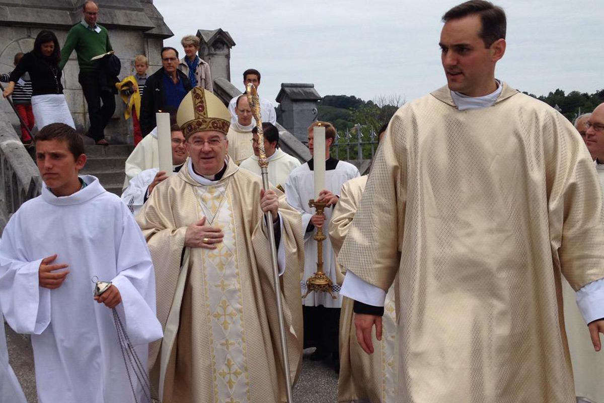 En Francia, Luigi Ventura, ex enviado enviado del Papa acusado agresión sexual es llevado a juicio