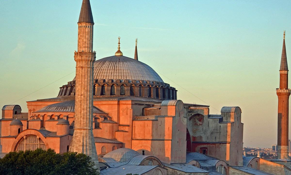 El presidente de Turquía decretó convertir antigua basílica de la Santa Sofia en Estambul, en mezquita, ¿por qué es controvertido?