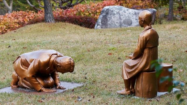 Japón dice que estatua de esclavas sexuales de Corea del Sur se parece al Primer Ministro Shinzo Abe