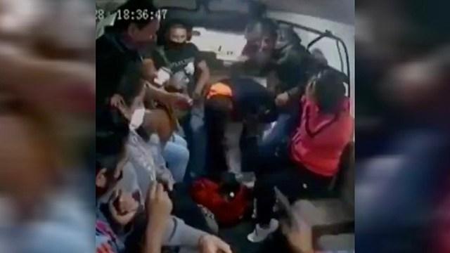 Pasajero baleado por ladrones asalto combi Naucalpan