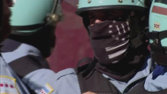 Supremacistas blancos se han infiltrado en policías de todo EEUU, dice informe