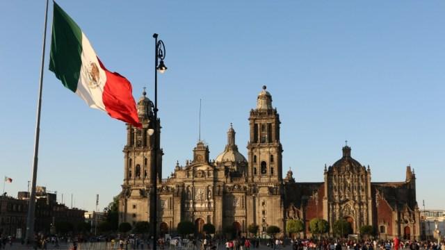 Diputado de Morena propone cambiar nombre oficial del país y de la Constitución