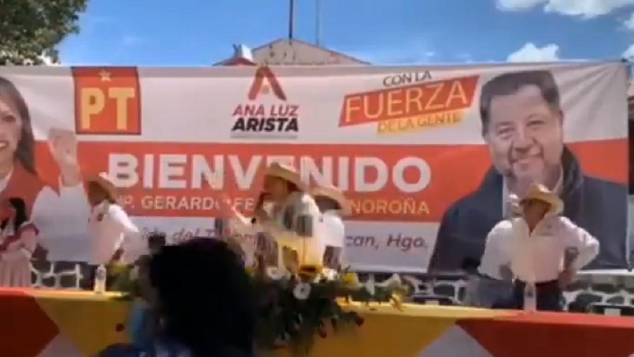 Lanzan huevos Fernández Noroña responsabiliza gobernador Hidalgo