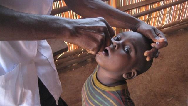 OMS: Nuevo brote de polio en Sudán causado por vacunas aplicadas en Chad