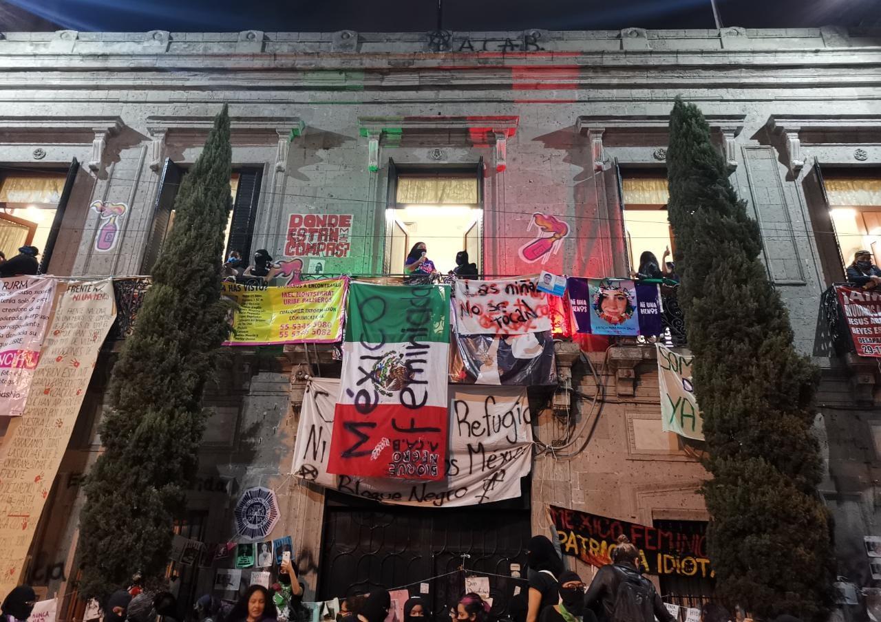 'Colectivas feministas' darán 'antigrita' en Refugio Ni una menos