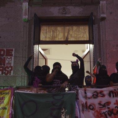 Diversos colectivos y mujeres se manifestaron en la 'antigrita' por la falta de justicia ante los feminicidios y la violencia de género