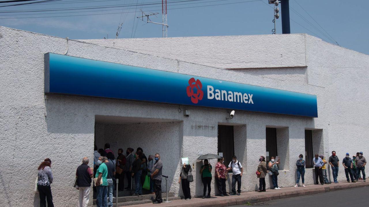 EDOMEX: descubren celular que clona tarjetas en el cajero automático