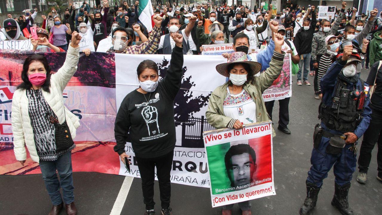 Marcha en Calzada de Tlalpan por las víctimas del sismo de 2017