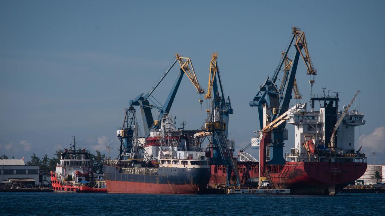 Diputados aprueban control puertos Marina