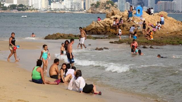 El presidente AMLO publicó un decreto en el DOF que garantiza el libre acceso y tránsito en playas de todo México