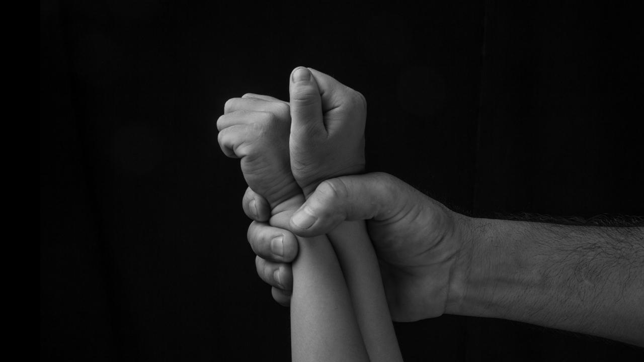 La madre de la niña no se atrevía a denunciar el abuso sexual al que su hija fue sometida por parte de su abuelo, padrastro y dos primos