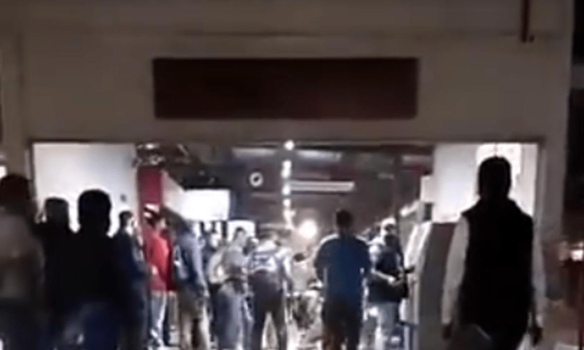 Desnudan y golpean a presunto ladrón en Línea 2 de Mexibús [Video]