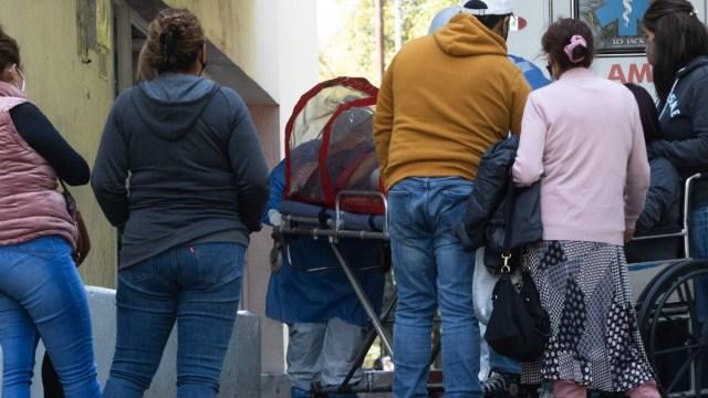 CDMX: hospitales Covid están rebasados, decenas esperan por ingresar