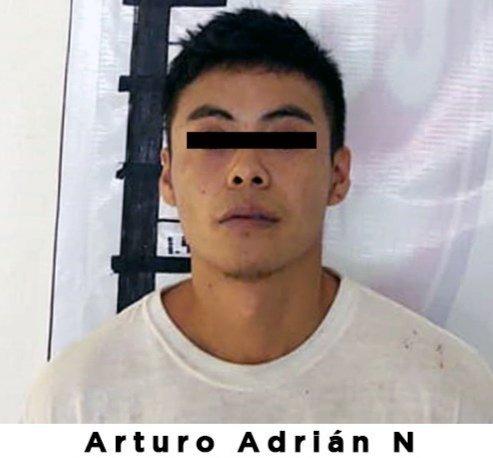 En un video se muestra como un ladrón intenta asaltar a una mujer en Ecatepec ella logra huir; el asaltante fue detenido por las autoridades