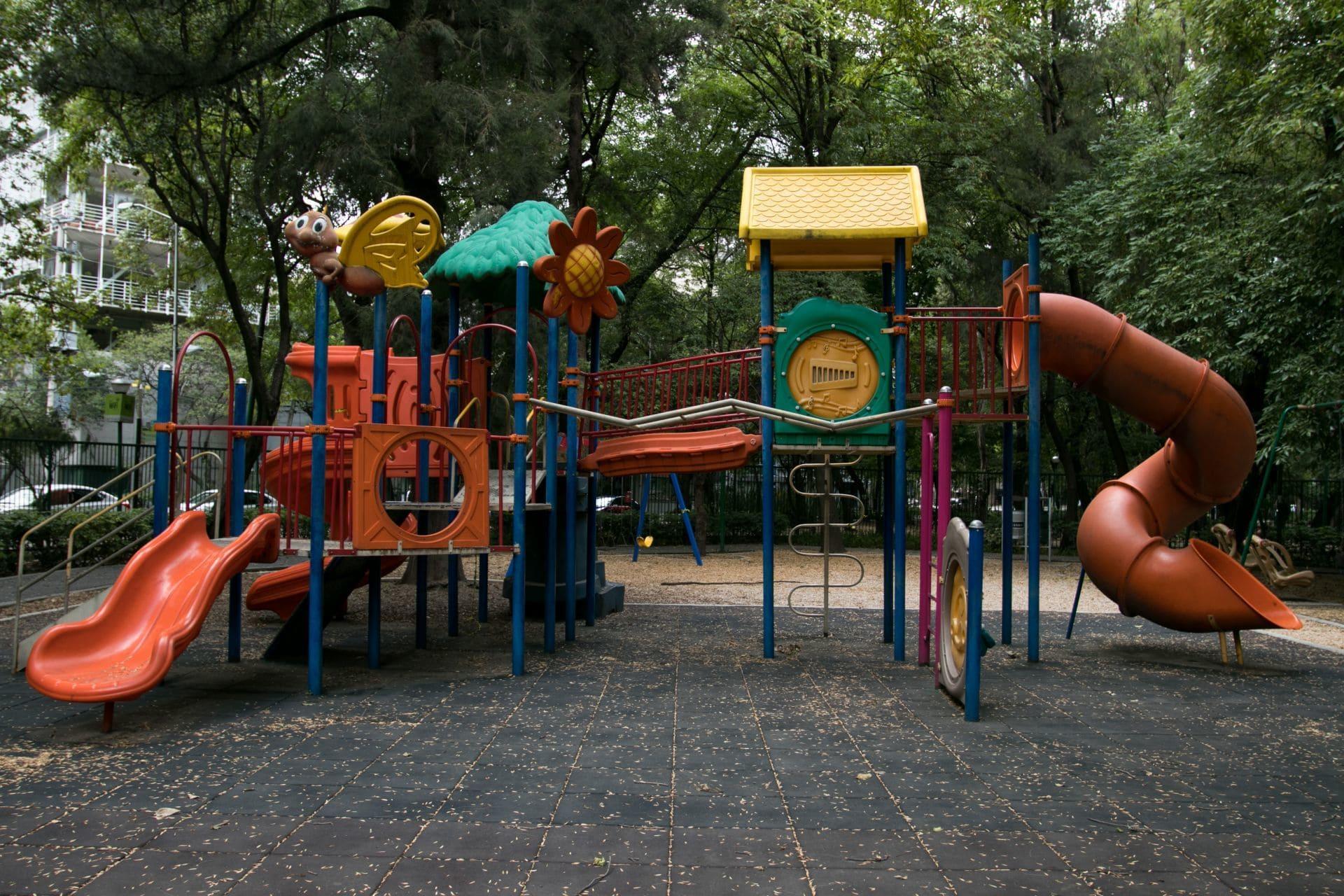 Parque con juegos infantiles, como en el que desapareció Monserrat