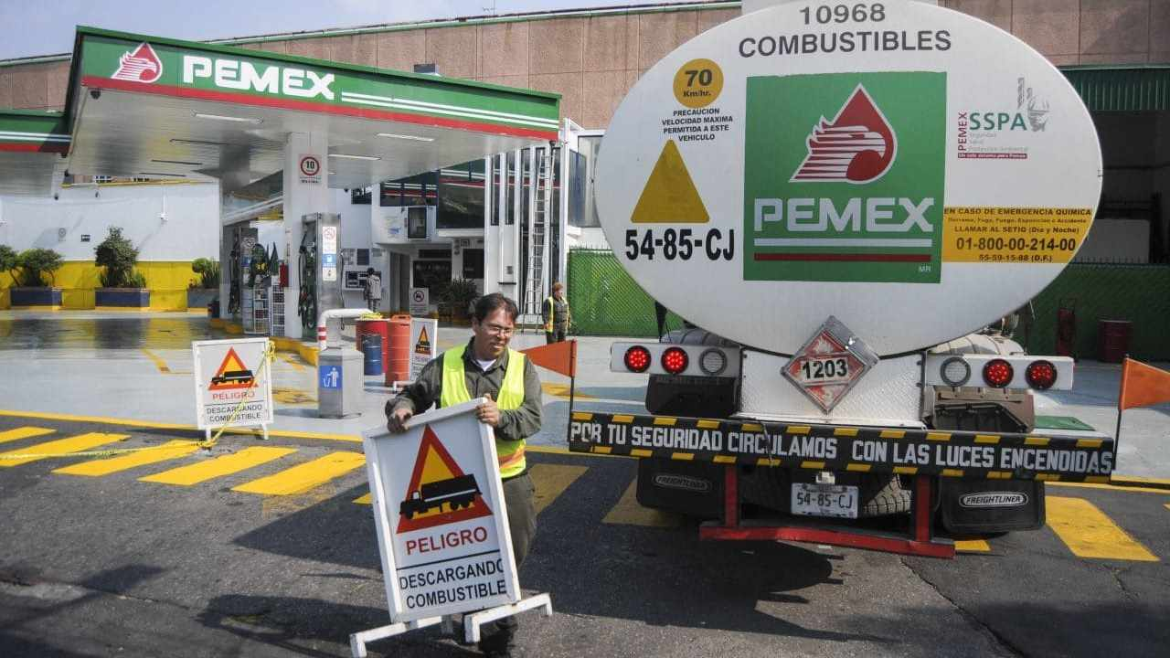 PEMEX canceló contratos a prima de AMLO