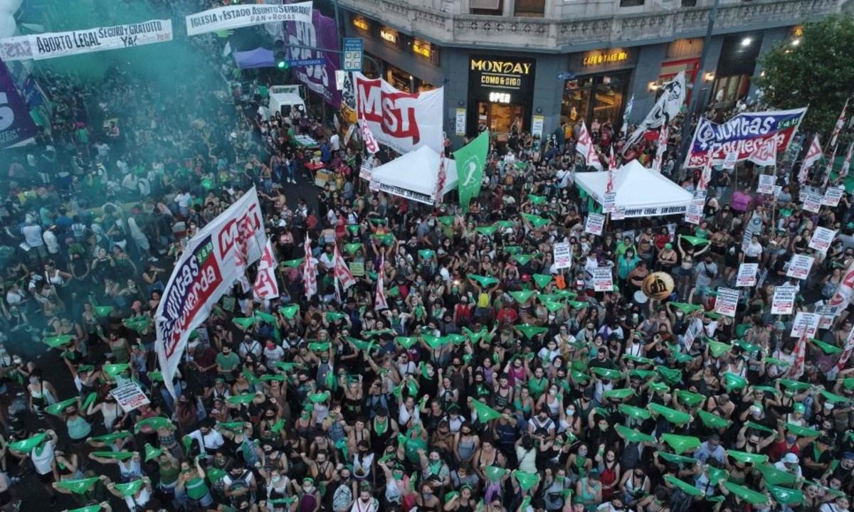 En Argentina aprueban la legalización del aborto: fueron 20 horas de debate