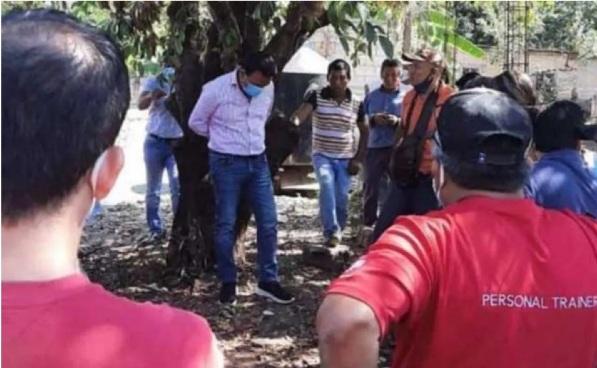 Alcalde Frontera Comala Chiapas amarrado a un árbol
