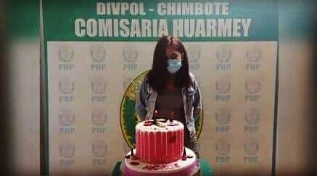 La foto en la que exhiben a la joven que celebró su cumpleaños