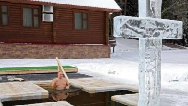 Video Putin baño agua helada celebrar Epifanía ortodoxa