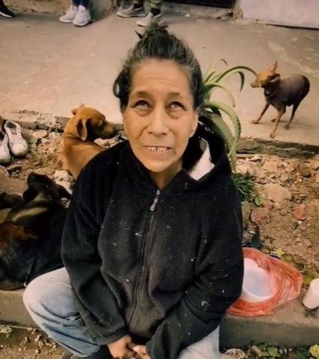 Soledad protegió a sus perritos.
