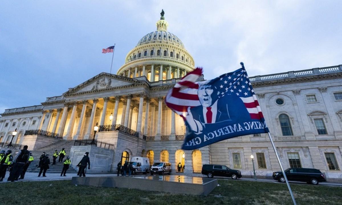 Asaltantes del Capitolio que fueron identificados sufren despidos